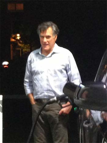 Mitt Romney pumping his own gas